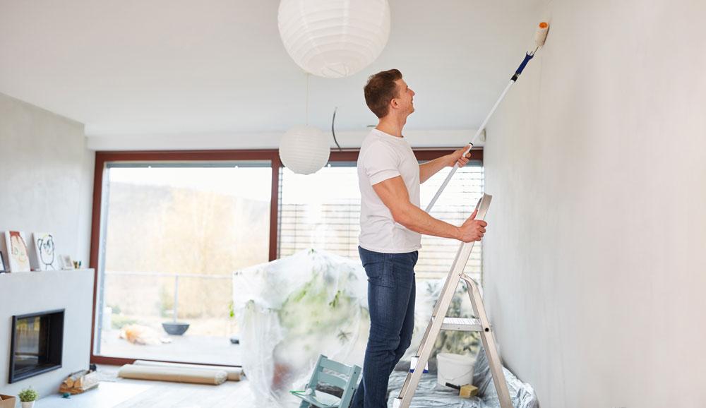 Wand streichen für Hobby-Maler – darauf kommt es an.